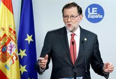 Cualquier negociación entre España y Reino Unido sobre la salida de los británicos de la Unión Europea se hará como parte del bloque de 27 países de la UE, dijo el viernes el presidente Mariano Rajoy. En la imagen, el presidente español Mariano Rajoy en una rueda de prensa durante una cumbre de líderes de la UE en Bruselas, Bélgica, el 15 de diciembre de 2016. REUTERS/Francois Lenoir