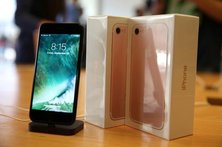 The new iPhone 7 smartphone goes on sale inside an Apple Inc. store in Los Angeles, California, U.S., September 16, 2016. REUTERS/Lucy Nicholson/File Photo