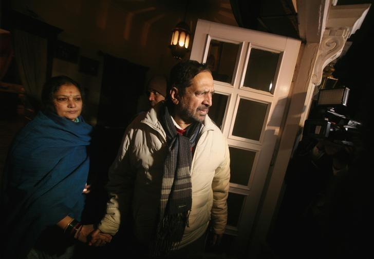 Suresh Kalmadi (C), former chief organiser of the Delhi Commonwealth Games, stands next to his wife Meera, as he speaks to the media upon his arrival at his residence after being released from the Tihar jail in New Delhi January 19, 2012.  REUTERS/Parivartan Sharma/Files