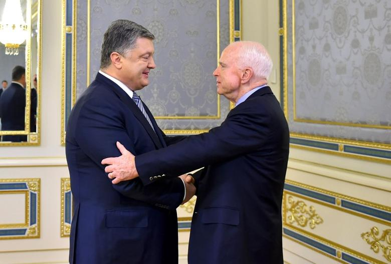 Ukrainian President Petro Poroshenko (L) greets U.S. Senator John McCain during a meeting in Kiev, Ukraine, December 30, 2016.  Mykola Lazarenko/Ukrainian Presidential Press Service/Handout via REUTERS