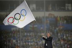 International Olympic Committee (IOC) President Thomas Bach waves the Olympic flag during the closing ceremony of the 2014 Nanjing Youth Olympic Games in Nanjing, Jiangsu province August 28, 2014. REUTERS/Aly Song