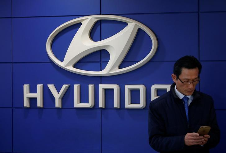The logo of Hyundai Motor is seen at its dealership in Seoul, South Korea, December 15, 2016. REUTERS/Kim Hong-Ji/Files
