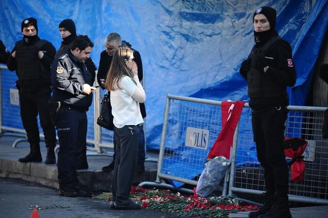A woman reacts outside the Reina nightclub by the Bosphorus, which was attacked by a gunman, in Istanbul, Turkey, January 2, 2017.     REUTERS/Yagiz Karahan