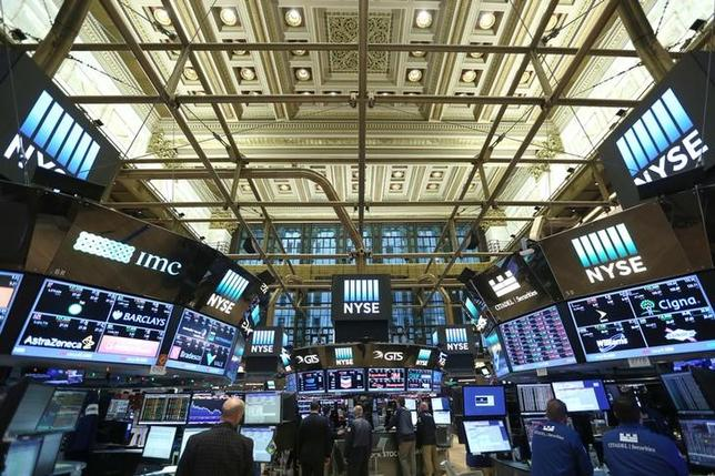 Traders work on the floor of the New York Stock Exchange (NYSE) in Manhattan, New York City, U.S., December 30, 2016. REUTERS/Stephen Yang/File Photo