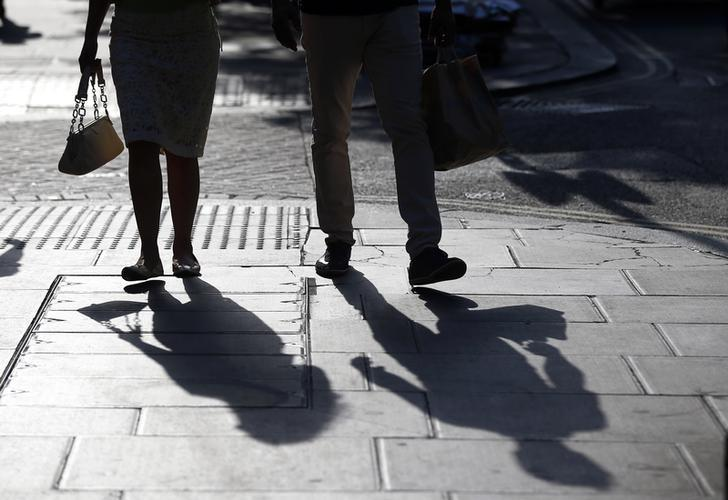 Shoppers walk along the pavement in Oxford Street, in London, Britain August 14, 2016. REUTERS/Peter Nicholls