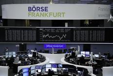 En la imagen, operadores en la Bolsa de Fráncfort, Alemania. 14 de diciembre 2016. Las bolsas europeas abrieron estables el miércoles, con el foco de atención en las acciones de los minoristas luego de que Next y B&M European Value Retail reportaron datos con tendencias opuestas.     REUTERS/Staff/Remote - RTX2V0SP