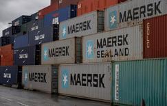 Maersk Line, le numéro un mondial du transport de conteneurs, s'est associé avec le géant chinois du commerce électronique Alibaba dans un service de réservation de conteneurs sur ses navires. /Photo prise le 9 décembre 2016/REUTERS/Phil Noble
