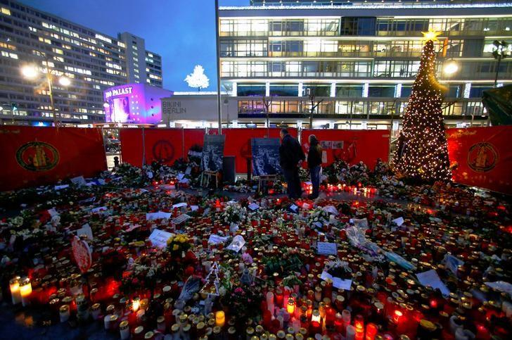Flowers and candles are placed at the former Christmas market at Breitscheid square in Berlin, Germany, January 3, 2017, following an attack by a truck in December which ploughed through a crowd at the market.  REUTERS/Hannibal Hanschke