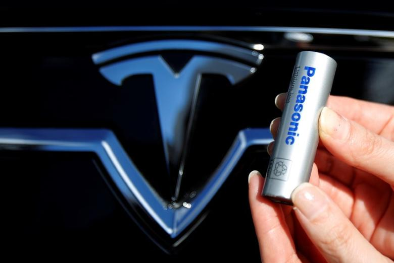 FILE PHOTO: A Panasonic Corp's lithium-ion battery, which is part of Tesla Motor Inc's Model S and Model X battery packs, is pictured with the Tesla Motors logo during a photo opportunity at the Panasonic Center in Tokyo, Japan, November 19, 2013.  REUTERS/Yuya Shino/File Photo