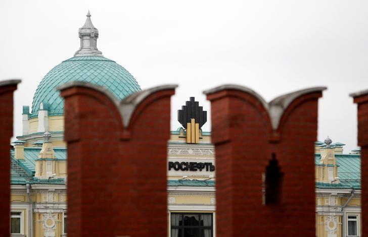 The logo of Russia's top crude producer Rosneft is seen at the company's headquarters, behind the Kremlin wall, in central Moscow, Russia, May 27, 2013.    REUTERS/Sergei Karpukhin/File Photo