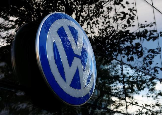 The logo of German car maker Volkswagen is seen outside a garage in Vienna, Austria, September 29, 2016.   REUTERS/Leonhard Foeger