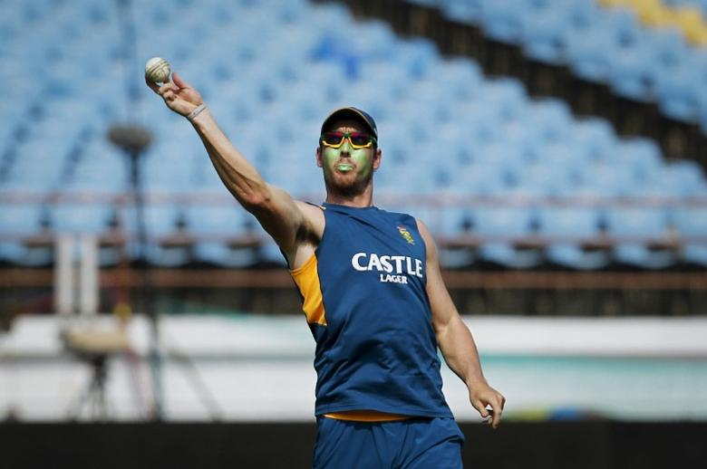 South Africa's Kyle Abbott throws a ball during a practice session ahead of their third one-day international cricket match against India in Rajkot, India, October 17, 2015. REUTERS/Danish Siddiqui  Picture Supplied by Action Images