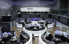 Les Bourses européennes ont terminé jeudi sur une note hésitante. Le CAC 40 a fini en hausse de 0,03%, le Footsie a avancé de 0,08% et le Dax a pris 0,01%. /Photo prise le 5 janvier 2017/REUTERS