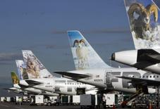 Frontier Airlines planes wait at their gates for the next batch of passengers at the Denver airport August 27, 2009.  REUTERS/Rick Wilking