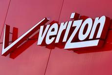Una ejecutiva de Verizon Communications Inc dijo el jueves que la empresa no estaba seguro de llevar adelante su plan de comprae el negocio de internet de Yahoo Inc. En la foto de archivo, el logo de Verizon en  San Diego, California, el 15 de abril de 2016. REUTERS/Mike Blake
