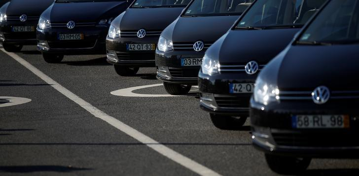 Volkswagen cars are seen at Volkswagen car factory in Palmela, Portugal, December 9, 2016.   REUTERS/Rafael Marchante/Files