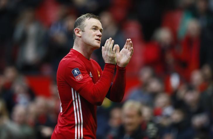 Britain Football Soccer - Manchester United v Reading - FA Cup Third Round - Old Trafford - 7/1/17 Manchester United's Wayne Rooney applauds fans after the game  Action Images via Reuters / Jason Cairnduff Livepic