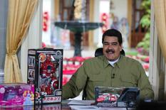 El presidente de Venezuela, Nicolás Maduro, anunció el domingo el quinto aumento del salario mínimo en un año, buscando proteger a los trabajadores de una inflación que, según cálculos de organismos multilaterales, es la más alta del mundo. En la imagen, Maduro en Caracas el 18 de diciembre de 2016. Miraflores Palace/Handout via REUTERS