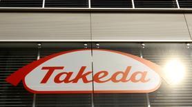 Takeda Pharmaceutical, le premier groupe pharmaceutique japonais, a annoncé lundi le rachat du spécialiste américain de l'oncologie Ariad Pharmaceuticals pour 5,2 milliards de dollars (4,9 milliards d'euros). La transaction, qui a été approuvée par les conseils d'administration des deux sociétés, devrait aboutir fin février. /Photo d'archives/REUTERS/Arnd Wiegman