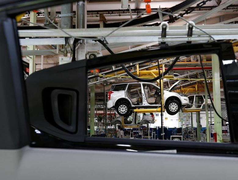 A Mahindra XUV500 is pictured at the assembly line inside the company's manufacturing plant in Chakan, India, September 30, 2016.   REUTERS/Danish Siddiqui/File Photo