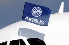 Airbus a conclu un accord définitif de vente de plus de 60 avions à la compagnie à bas coûts saoudienne Flynas, un succès qui pourrait permettre au constructeur européen de maintenir son avance sur Boeing dans leur duel annuel pour les nouvelles commandes. /Photo d'archives/REUTERS/Regis Duvignau