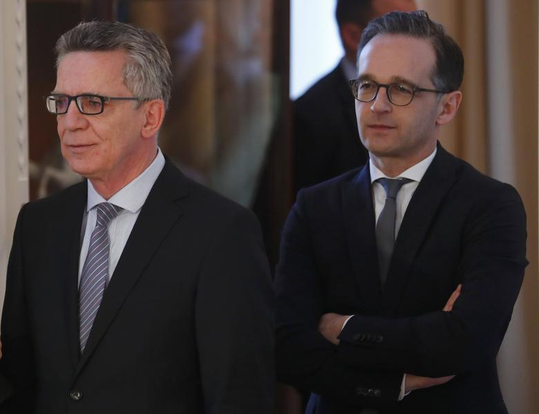 German Interior Minister Thomas de Maiziere and Justice Minister Heiko Maas arrive for a New Year's reception at the presidential Bellevue Palace in Berlin, Germany, January 10, 2017.      REUTERS/Fabrizio Bensch