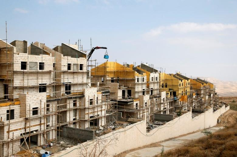 Bulidings can be seen under construction in the Israeli settlement of Maale Edumim, in the occupied West Bank December 28, 2016. REUTERS/Baz Ratner - RTX2WQ3H