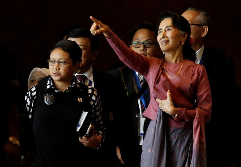 Indonesia Foreign Minister Retno Marsudi and Myanmar State Counsellor Aung San Suu Kyi walk after they attended ASEAN Foreign Minister Meeting on Rohingya issue in Sedona hotel at Yangon, Myanmar December 19, 2016. REUTERS/Soe Zeya Tun