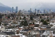 File Photo: Rooftops of houses in the Kitsilano neighbourhood and the downtown core are seen in the hot real estate market of Vancouver, British Columbia, Canada January 6, 2017.  REUTERS/Chris Helgren/File Photo