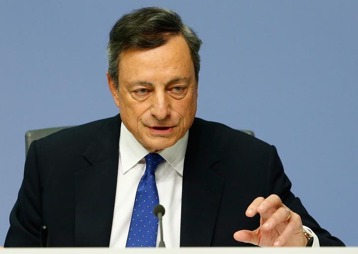 European Central Bank (ECB) President Mario Draghi addresses a news conference at the ECB headquarters in Frankfurt, Germany, December 8, 2016.  REUTERS/Ralph Orlowski