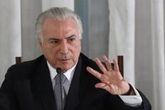 O presidente brasileiro Michel Temer participa de coletiva de imprensa com jornalistas no Palácio da Alvorada, em Brasília, no Brasil 22/12/2016 REUTERS/Adriano Machado/
