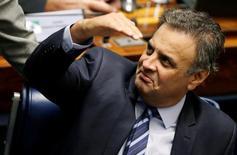 O senador Aécio Neves durante sessão no Senado, em Brasília, no Brasil 11/05/2015 REUTERS/Ueslei Marcelino