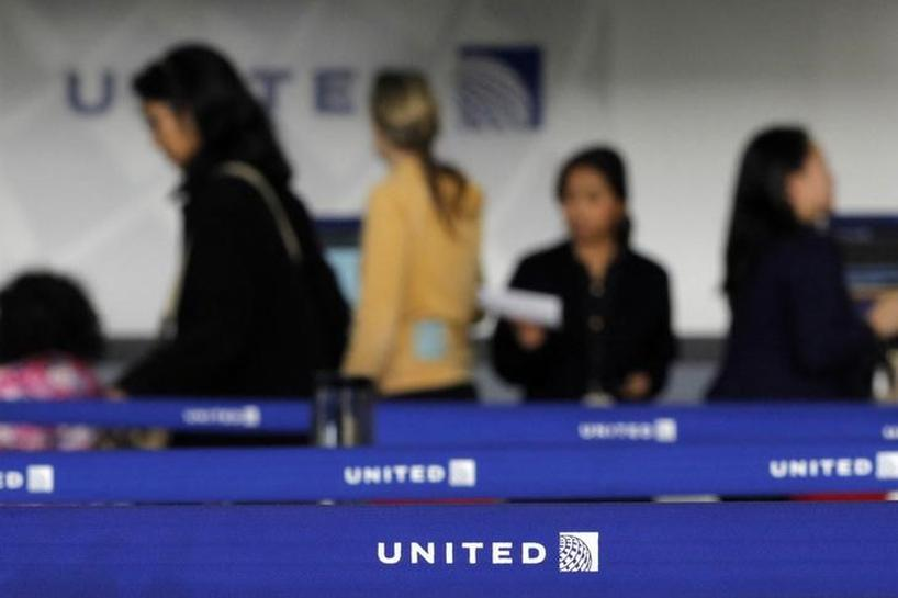 United Airlines to cut some management positions