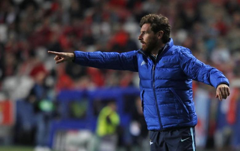 Football Soccer - Benfica v Zenit St. Petersburg - Champions League - Luz stadium, Lisbon, Portugal - 16/02/16. Zenit St. Petersburg's coach Andre Villas-Boas reacts during match against Benfica. REUTERS/Hugo Correia