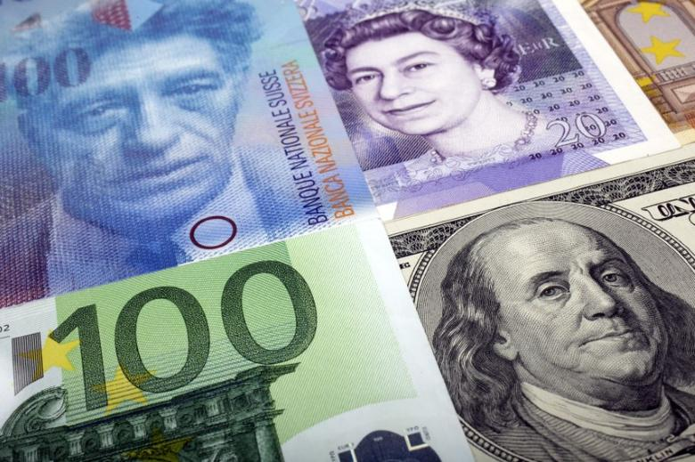 A picture illustration of  U.S. dollar, Swiss Franc, British pound and Euro bank notes, taken in Warsaw January 26, 2011. Picture taken January 26.  REUTERS/Kacper Pempel