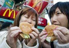 McDonald's a lancé un appel d'offres pour une participation de 33% dans sa filiale japonaise McDonald's Holdings Japan. /Photo d'archives/REUTERS/Eriko Sugita