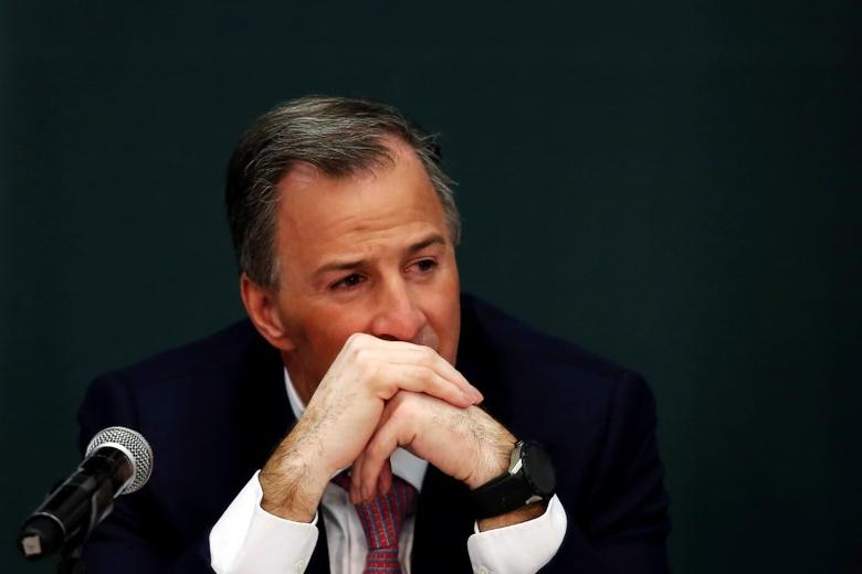 Finance Minister Jose Antonio Meade listens to President Enrique Pena Nieto announce a plan to strengthen the economics for families in Mexico City, Mexico  January 9, 2017.  REUTERS/Carlos Jasso