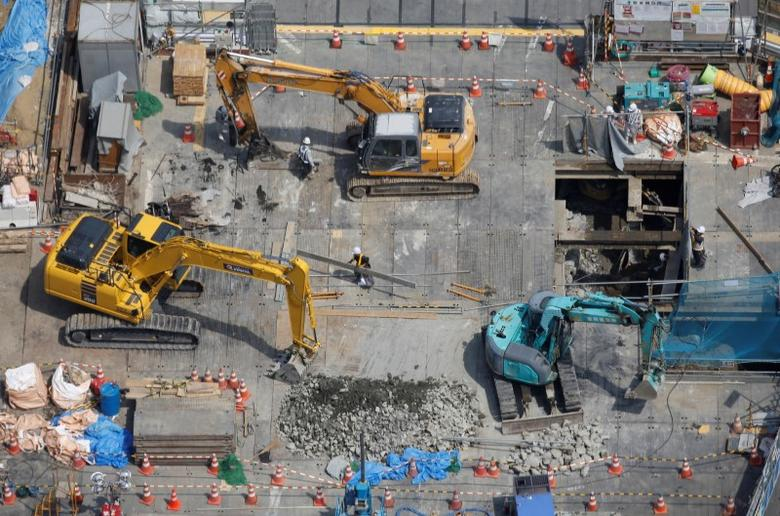 Heavy machinery is seen at a construction site in Tokyo, Japan June 8, 2016.  REUTERS/Toru Hanai/File Photo