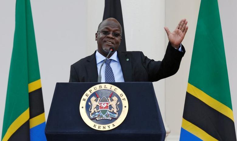 Tanzania's President John Magufuli addresses a news conference during his official visit to Nairobi, Kenya October 31, 2016. REUTERS/Thomas Mukoya/File Photo - RTSTRMQ