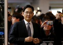 Samsung Electronics vice chairman Jay Y. Lee arrives to attend a hearing at the National Assembly in Seoul, South Korea, December 6, 2016.  REUTERS/Kim Hong-Ji