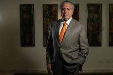 El presidente de Brasil, Michel Temer, en una entrevista con Reuters en su oficina en Brasilia, ene 16, 2017. Brasil incrementará una línea de crédito subsidiada para productores agrícolas en alrededor de un 20 por ciento a 12.000 millones de reales (3.720 millones de dólares) para la cosecha 2017-18, dijo el presidente Michel Temer el lunes a Reuters.  REUTERS/Adriano Machado