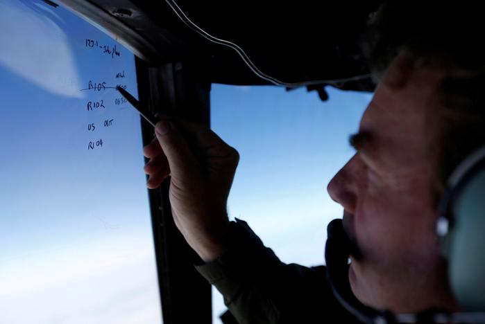FILE PHOTO Squadron leader Brett McKenzie marks the name of another search aircraft on the windshield of a Royal New Zealand Air Force P-3K2 Orion aircraft searching for missing Malaysian Airlines flight MH370 over the southern Indian Ocean March 22, 2014. REUTERS/Jason Reed/File Photo