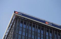 La Comisión del Mercado de Valores de Portugal (CMVM) aprobó anoche la opa de Caixabank sobre las acciones que aún no tiene en el banco luso BPI a un precio de 1,134 euros por acción, con el plazo para acudir a la oferta fijado entre el 17 de enero y el 7 de febrero. En la foto de archivo, el logo de BPI en su oficina en Lisboa el 17 de febrero de 2015. REUTERS/Hugo Correia