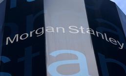 El logo del banco Morgan Stanley en Nueva York, Estados Unidos. 20 de enero 2015. El banco Morgan Stanley duplicó su ganancia trimestral en el último trimestre del año pasado, superando con creces las expectativas, debido a un aumento de las operaciones de intermediación tras las elecciones presidenciales de Estados Unidos.   REUTERS/Mike Segar/File Photo