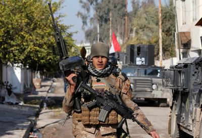 Iraqi forces push deeper into Mosul