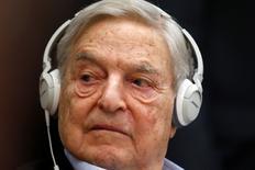 Foto de archivo del millonario Georges Soros en un foro de la OCDE en París. Abr 9, 2015. El millonario inversor George Soros dijo el jueves que los mercados globales decaerán debido a la incertidumbre sobre las políticas del presidente electo de Estados Unidos, Donald Trump. REUTERS/Charles Platiau