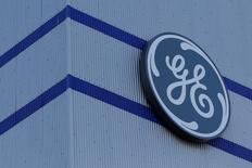 General Electric, à suivre à la Bourse de Wall Street. L'action perd 1,47% en avant-Bourse après la publication des résultats du quatrième trimestre qui ont fait apparaître, entre autres, un chiffre d'affaires en baisse de 2% à plus de 33 milliards de dollars. /Photo prise le 21 novembre 2016/REUTERS/Stéphane Mahé