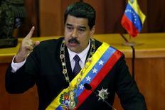 El presidente de Venezuela, Nicolás Maduro, habla durante su reporte anual del estado de la nación en la Corte Suprema en Caracas, Venezuela. 15 de enero, 2017. La economía venezolana habría registrado en el 2016 su peor caída en los últimos 13 años, con una contracción del 18,6 por ciento y una inflación récord que habría cerrado en 799,9 por ciento, según resultados preliminares del Banco Central vistos por Reuters.REUTERS/Carlos Garcia Rawlins