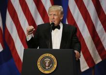 En la imagen, Trump pronuncia un discurso en Washington, 20 de enero de 2017. El nuevo Gobierno del presidente Donald Trump dijo el viernes que su estrategia comercial para proteger empleos en Estados Unidos comenzaría con el retiro del Acuerdo Transpacífico de Cooperación Económica de 12 países (TPP, por su sigla en inglés).REUTERS/Rick Wilking