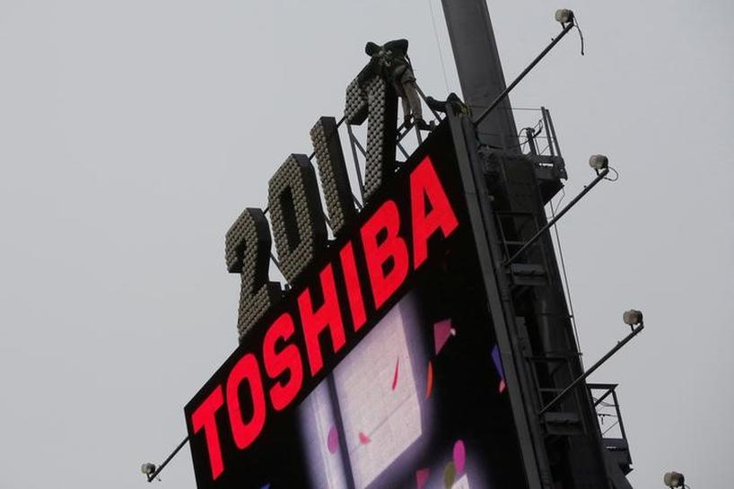 Analysis - As nuclear loss grows, Toshiba needs chip investors, soon